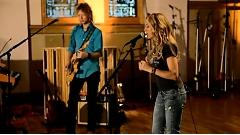 We Oughta Be Drinkin' (Live In The Live Room) - Sheryl Crow