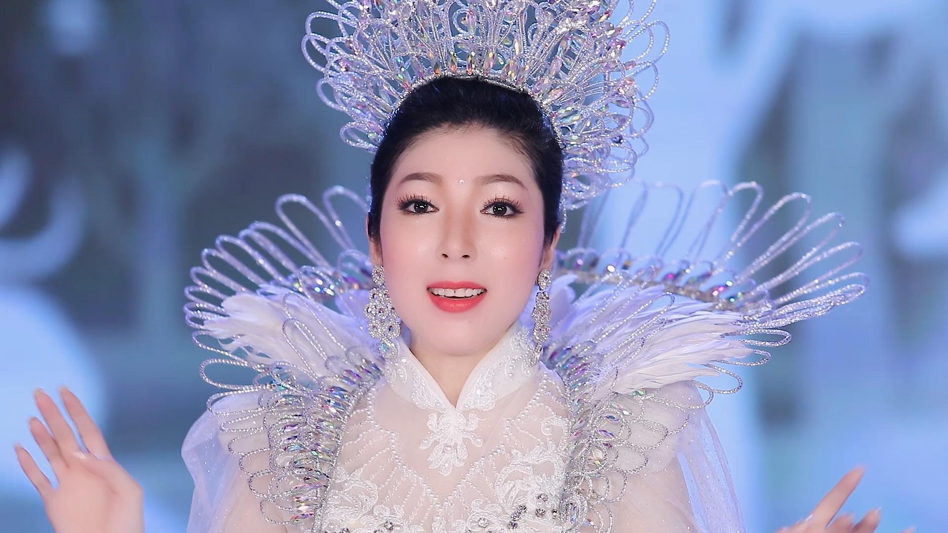 Giàu Nghèo Cùng Chung Biển Khổ - Kim Linh